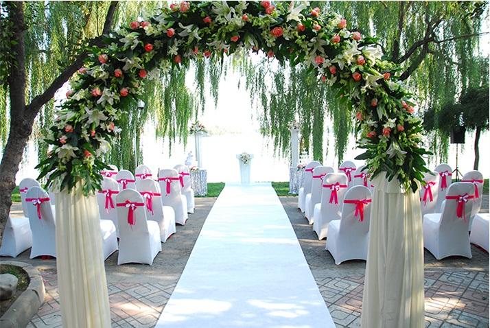 Địa chỉ may áo bọc ghế tiệc cưới